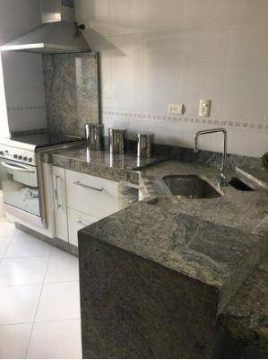 Apartamento 89m2 Em São Caetano Do Sul. Três Dormitórios, Sendo Uma Suíte Com Closet E Móveis Planejados, O Quarto 2 Têm Armário E O Quarto 3 Está Vaz - Ap12308