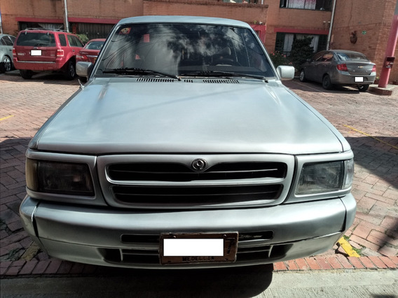 Camioneta Mazda B2200 Doble Cabina
