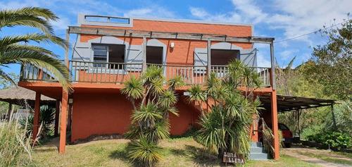 Casa Con Vista Al Mar En 4 Dormitorios 2 Baños Y Barbacoa