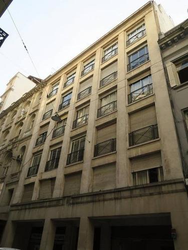 Edificio De Oficinas Entre Medianeras De Arquitectura Clasica