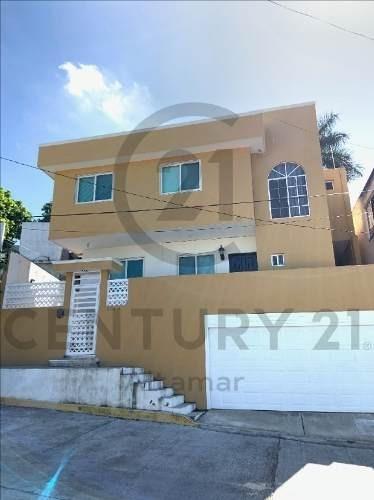 Casa De 2 Niveles En Venta, Colonia Obrera, Tampico, Tamaulipas.
