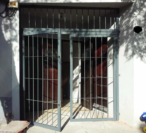 Imagen 1 de 12 de Herreria Herrero Portones Rejas Puerta Arreglos