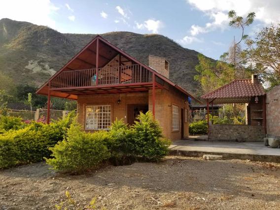 Hermosa Casa Con Terreno En Vilcabamba