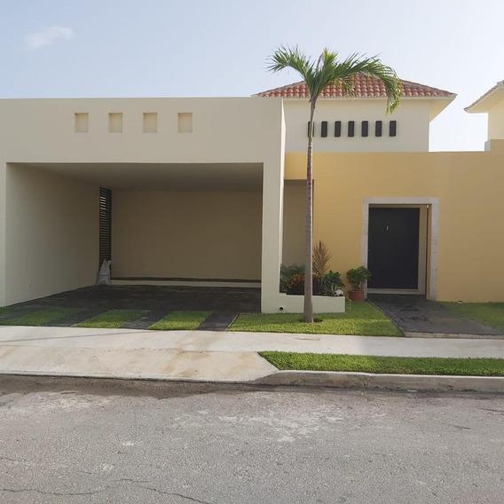 Casa En Renta De Un Piso, En Privada De Mérida. Entrega Inmediata, Nueva Completamente