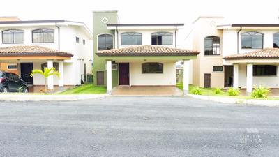 Casa En San Isidro, Heredia.