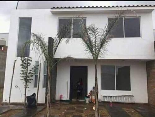 Casa En Renta Montes Pirineos, Fraccionamiento Cumbres Residencial