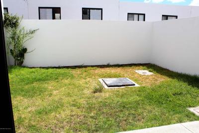 Qh Casa En Renta En Zibatá De 2 Recamaras Con Amplio Jardin