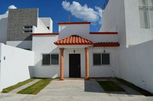 Preciosa Casa De Una Planta En Las Trojes, 3 Recámaras, Jardín, Roof Garden,.