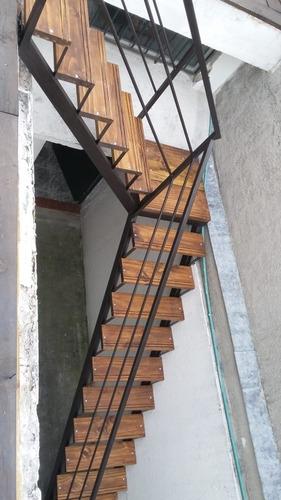 Escaleras Rectas Extructuradas En El Lugar 3990