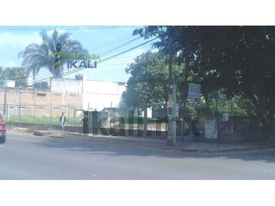 Venta Terreno 1404.5 M² Esquina Blvd. A. Ruiz Cortinez Poza Rica Veracruz. Excelente Terreno Tiene De Frente 53.5 M. Al Bulevar Y De Fondo 26.2 M. Con La Calle Uno, En Zona Comercial En La Principal
