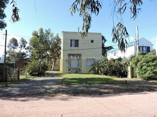 Casa De 3 Dormitorios En La Barra, Punta Del Este- Ref: 2915