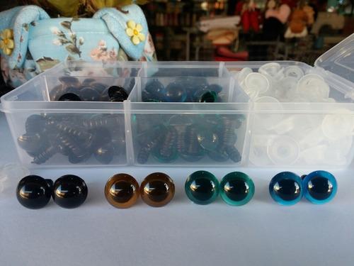 Imagem 1 de 3 de Kit Estojo Olhos Número 13 C/ 4 Cores Distintas +  Amigurumi