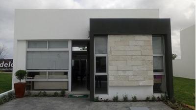 Céntrica 3 Recamaras 2 Baños En Coto, Casa Club Alberca Etc.