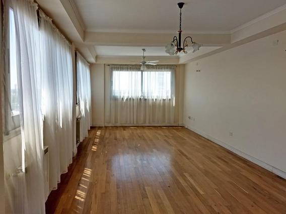 Departamento De Categoría En Alquiler 3 Dormitorios Y 4 Baños En Pleno Centro Campana