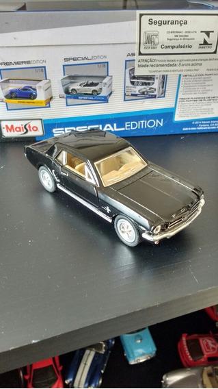 Miniatura Mustang 1964 1/2 Coupê Escala 1:32