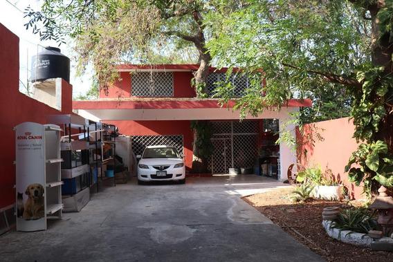 Casa En Venta En Merida, Amplio Terreno, Oportunidad