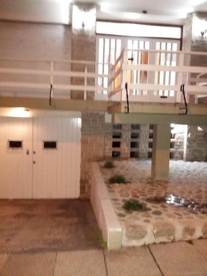 Departamento 2 Ambientes / Cochera Cubierta En Zona Guemes