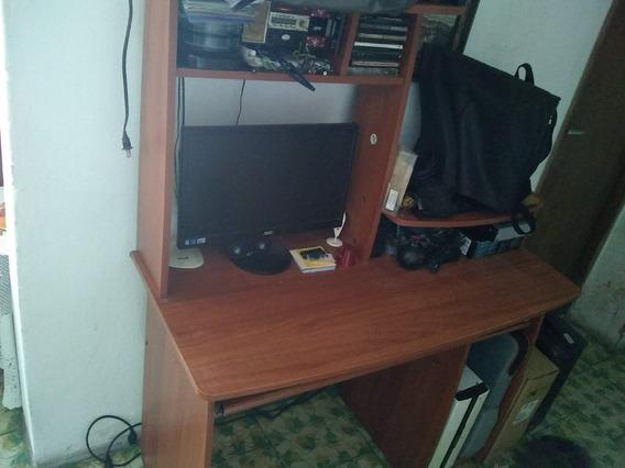 Mesa De Computadora En Excelente Condiciones