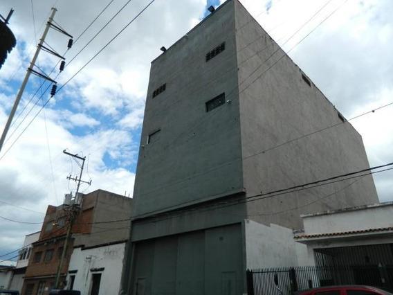 Edificio En Venta 2 Baños Y 8 Puestos