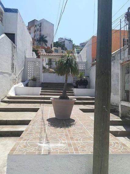 Casa De 3 Recámaras, 2 Baños Completos, Sala,comedor, Cocin