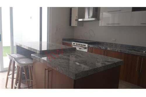 Venta De Hermosa Casa En Fraccionamiento Monterra, Con Vigilancia Las 24 Hrs $5.5 Mdp