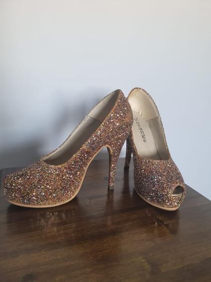 Zapato Peep Toe Color Dorado Con Plataforma Y Taco