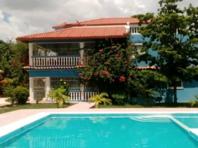 Super Oferta 4000 Mts.2. Villa De 3 Niveles En Juan Dolio