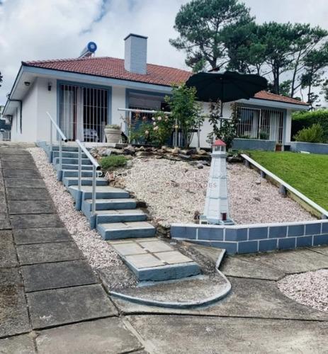 Hermosa Casa En Venta En Pinares -ref:3763