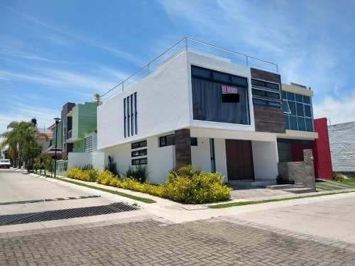 Casa En Esquina- Venta-real De Valdepeñas- Zapopan