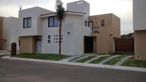 Hermosa Casa En Venta, En Condominio En Un Fraccionamiento Precioso Con Alberca