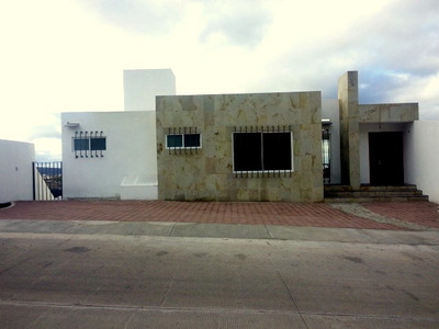 Hermosa Residencia En Real De Juriquilla, Vista Espectacular. T.298 M2