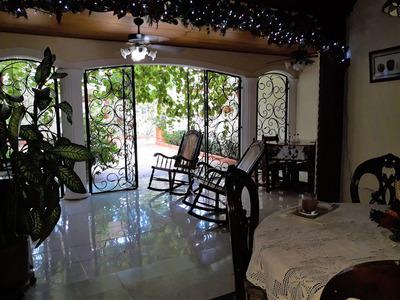 Casa Amplia En Castellana, Cerca Al Banco Bogota