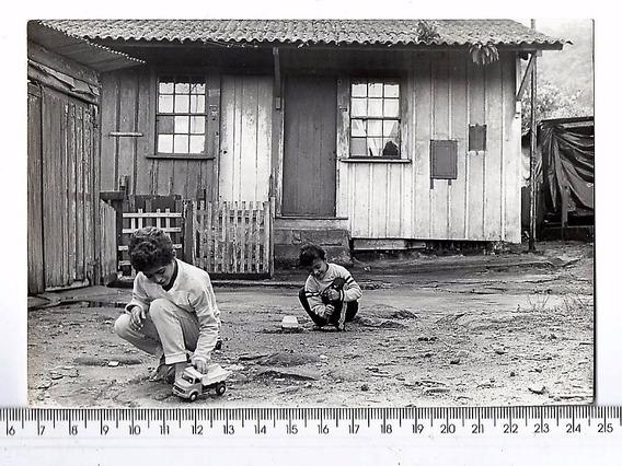 Fotografia Antiga Crianças E Seus Brinquedos - 1987