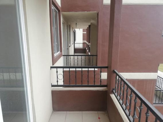 Departamento Con Balcón En Renta En Fraccionamiento El Manantial