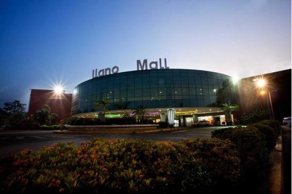 Espacioso Local En Llano Mall Ciudad Comercial