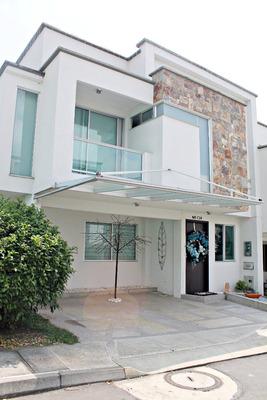 Casa Cerca A La Av. Sur