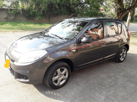 Renault Sandero Expression 2015 1.6 Gris Comet. Hatch Back.