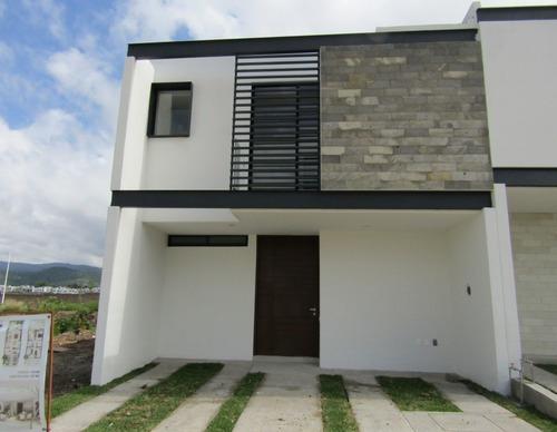 Casa En Venta En Fraccionamiento Adamar