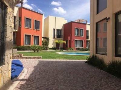 Venta Casa Nueva, Villa Jardin, Fraccionamiento El Capricho,