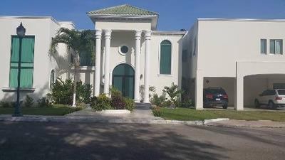 Venta De Casa Residencial En Privada, A Una Cuadra Del Club De Golf Ceiba, Mérida
