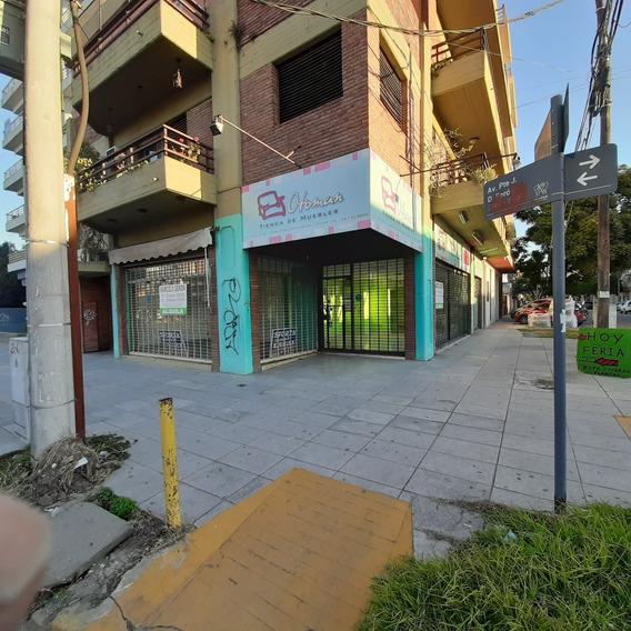 Local Comercial Sobre Av Pte Peron Esq Guemes