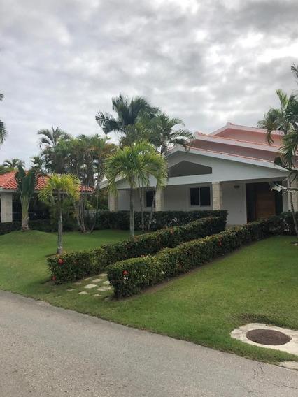 Renta De Hermosa Villa En Cocotal Golf, Country Clubbavaro Punta Cana