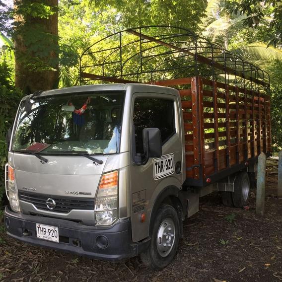 Camion De Carga De Estacas