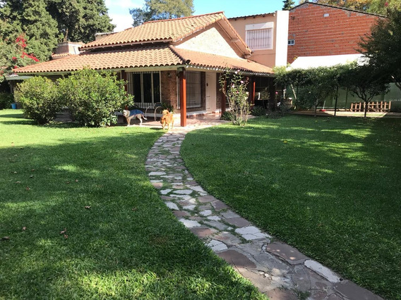 El Salvador 100 - Casa 6 Ambientes - Tortuguitas - Vende