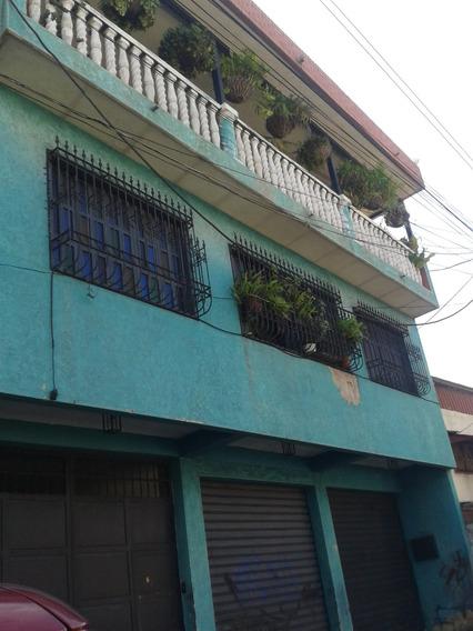 Casa De Tres Niveles Avenida Aragua Maracay