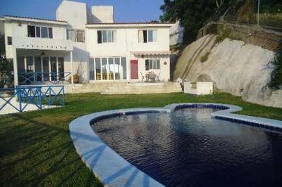 Amplia Casa En Venta Con Bonita Vista A La Bahia De Santiago.