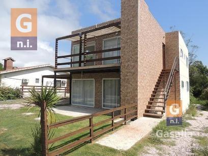 Apartamento En Piriápolis (playa Hermosa)