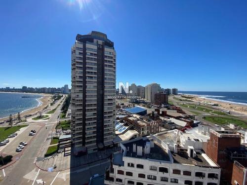 Apartamento En Playa Mansa A 1 Cuadra Del Mar Y A Dos De La Playa Brava-ref:556