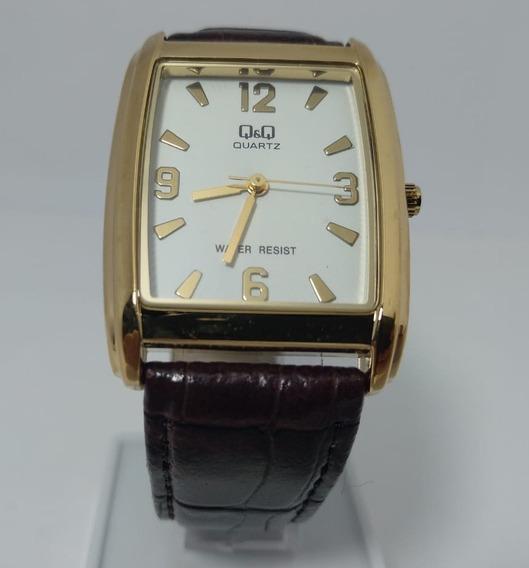 Relógio Q&q Dourado Fundo Branco Pulseira Marrom - Vg30-104y