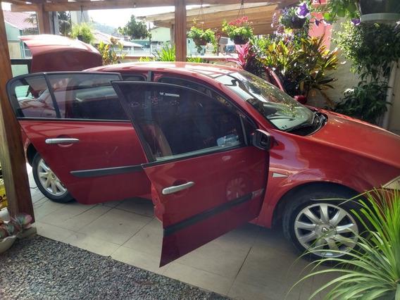 Renault Megane 1.6 Dynamique Hi-flex 4p 2010